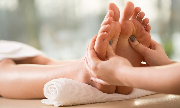 What Is Reflexology? 7 Benefits Of Reflexology And How It Works